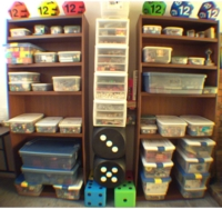 Dice : CONTAINERS 6 OLD SHELVES